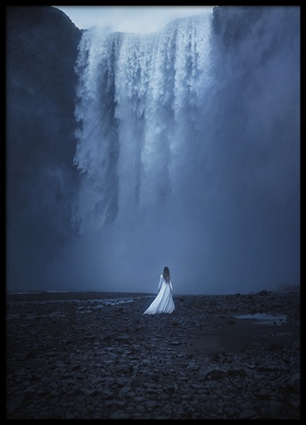 Woman by the Waterfall Poster in der Gruppe Poster / Naturmotive bei Desenio AB (10978)