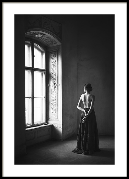 Woman By Window Poster in der Gruppe Poster / Schwarz-Weiß bei Desenio AB (13133)